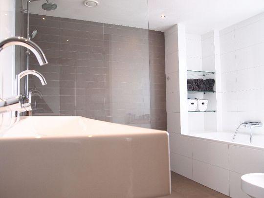 Moderne badkamer Helmond - PUURBINNEN
